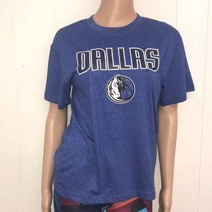 Dallas Mavericks T-shirt size youth large